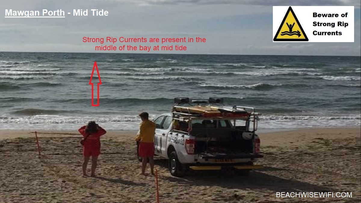 Mawgan-Porth-mid-tide-strong-rip-currents-in-the-middle